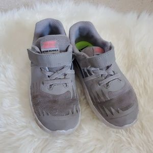 Nike star runner sneakers.